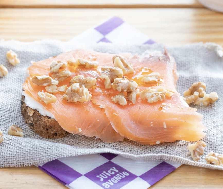 Toast Queso & Salmon